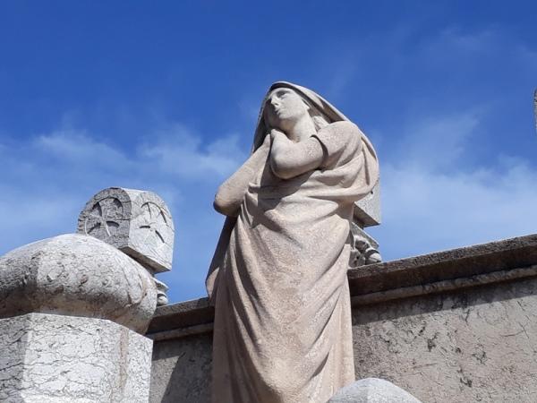 Estàtua del cementiri del Poble Nou 1