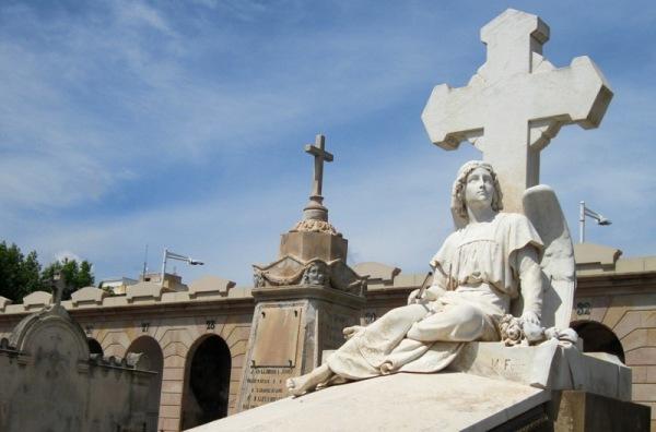 Dins el cementiri del Poble Nou 2