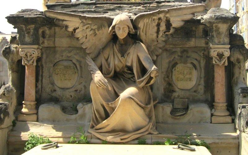 Dins el cementiri del Poble Nou 3