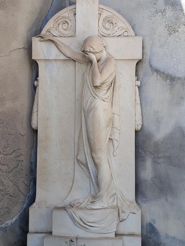 Dins el cementiri del Poble Nou 4