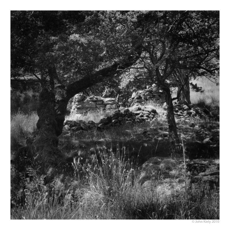 Black & white landscape photograph in nant gwynant