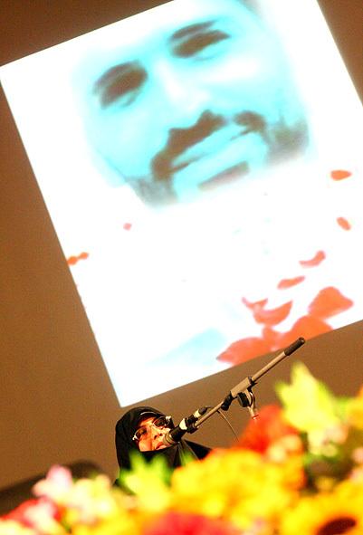 مادر شهید احمدی روشن