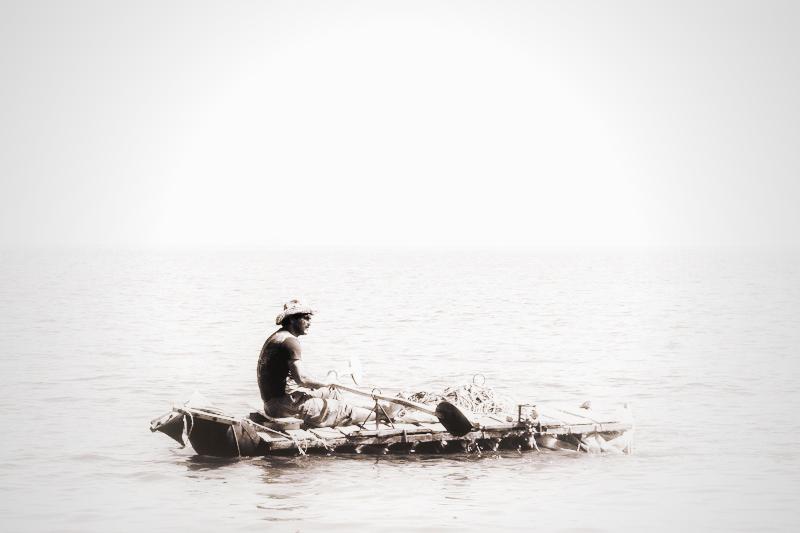 قایقی در مه