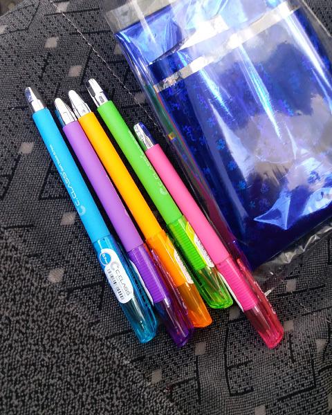 خودکار های رنگارنگ