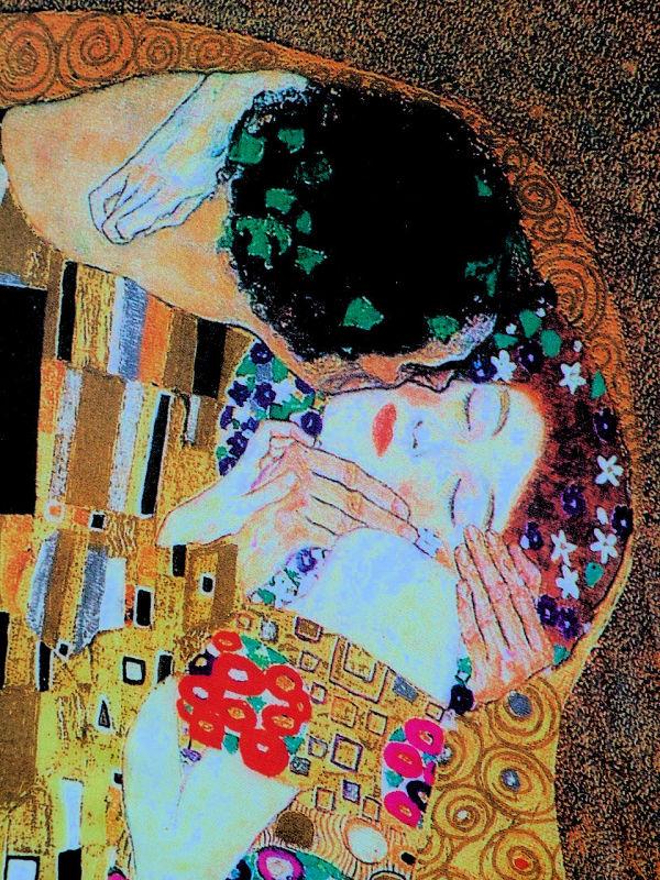 Référence à Klimt et à son baiser.