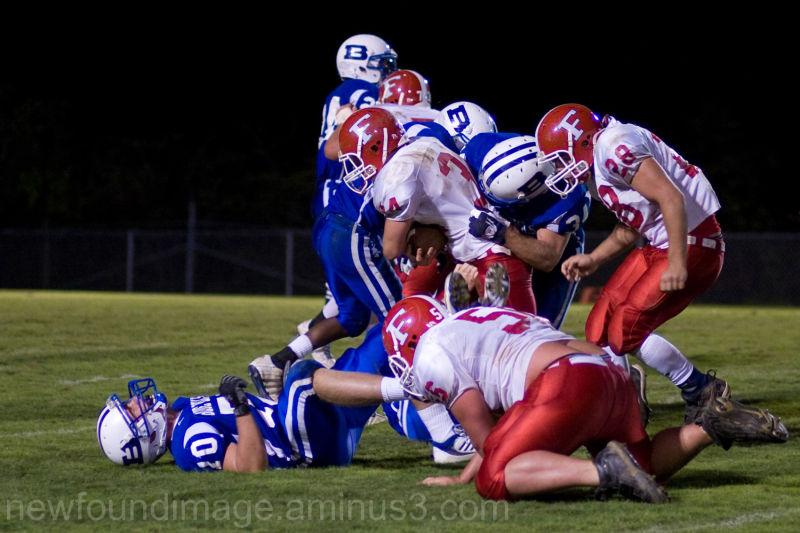 American Team plays football.