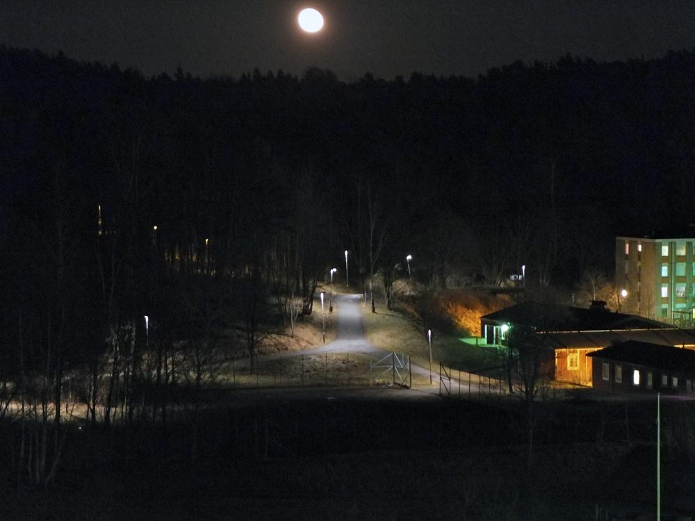 Måne över Angered