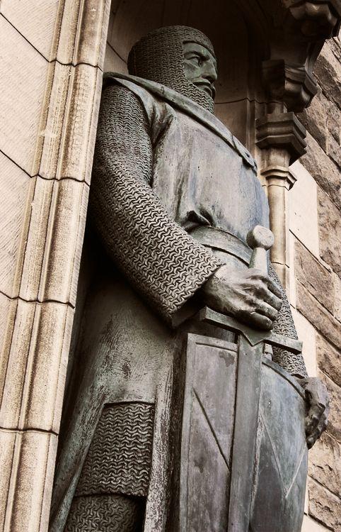 William Wallace statue at Edinburgh Castle