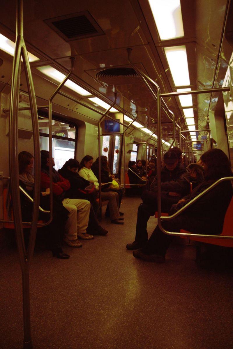 pasajeros de metro