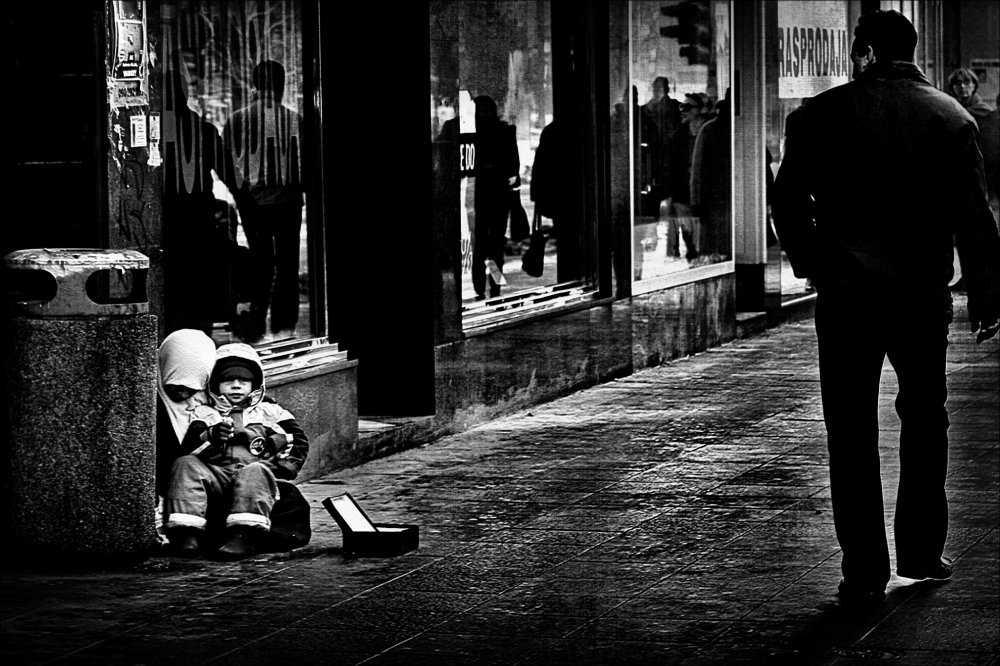 A Glance at Beggars