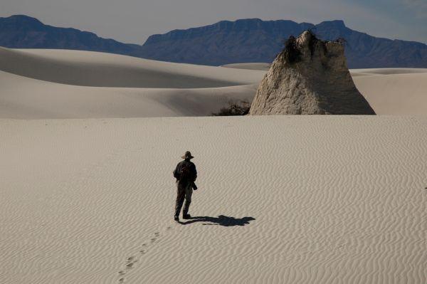 Photographer Bert Gildart hiking in White Sands