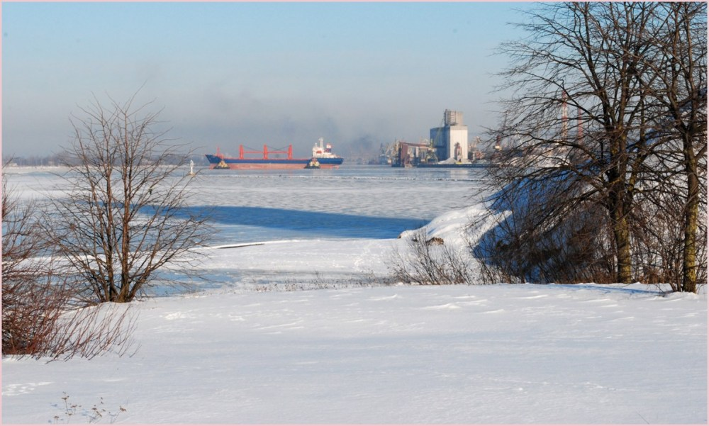 the riga port in winter