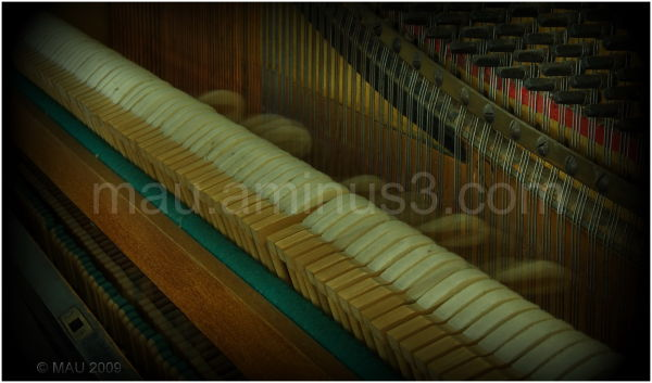Grandma's old vertical piano (IV)