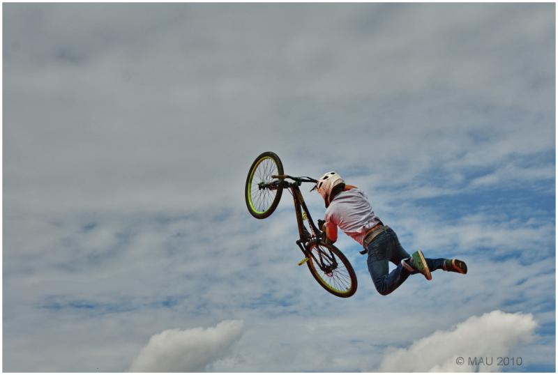 El podía volar con su bicicleta