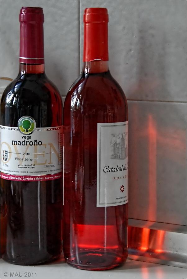 Dos botellas de vino clarete o rosado