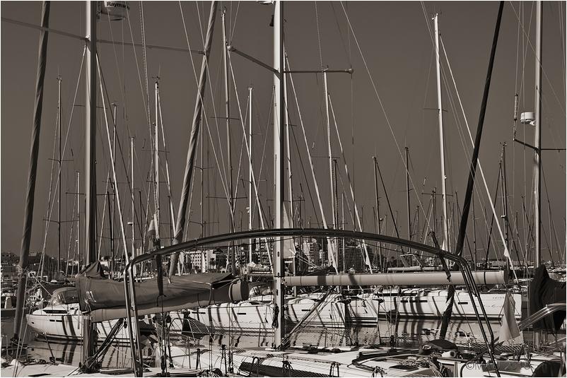 Mástiles en el puerto deportivo de Denia
