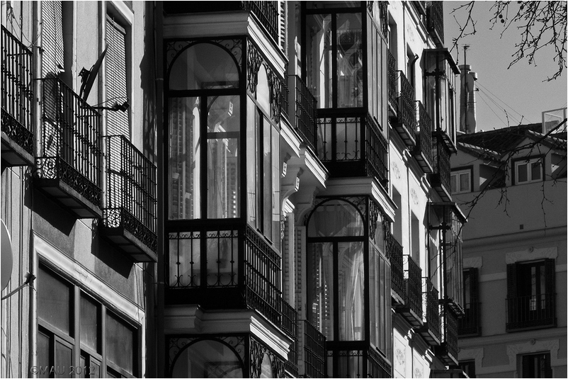 Vista de unos miradores (balcones acristalados)
