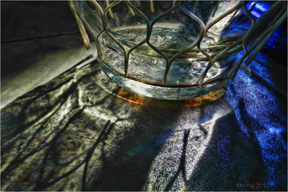 Botella con red de plástico
