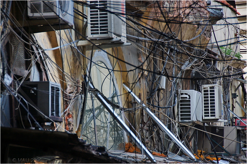 A mess of wires and cables in Instanbul