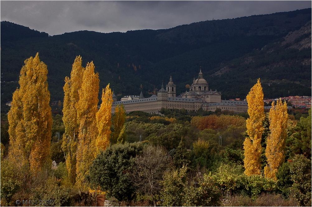 Monasterio de San LOrenzo en otoño