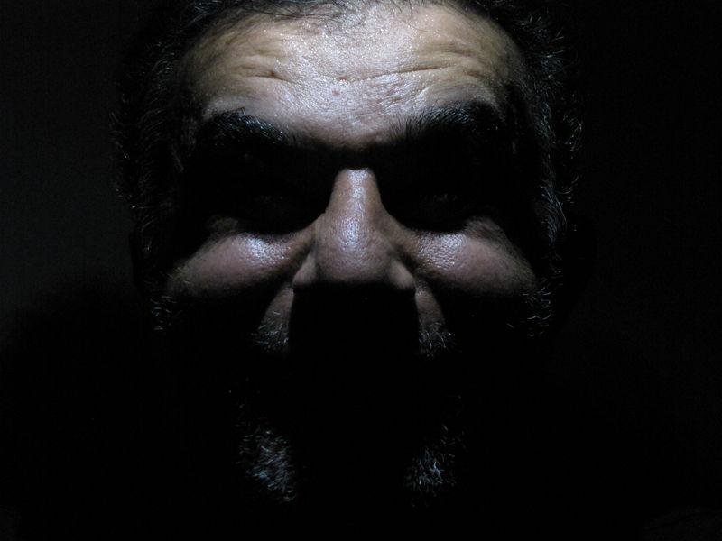 چهره در تاریکی