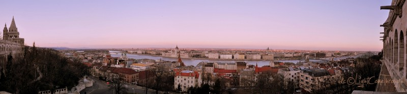 Dunabe panorama over Buda Castle
