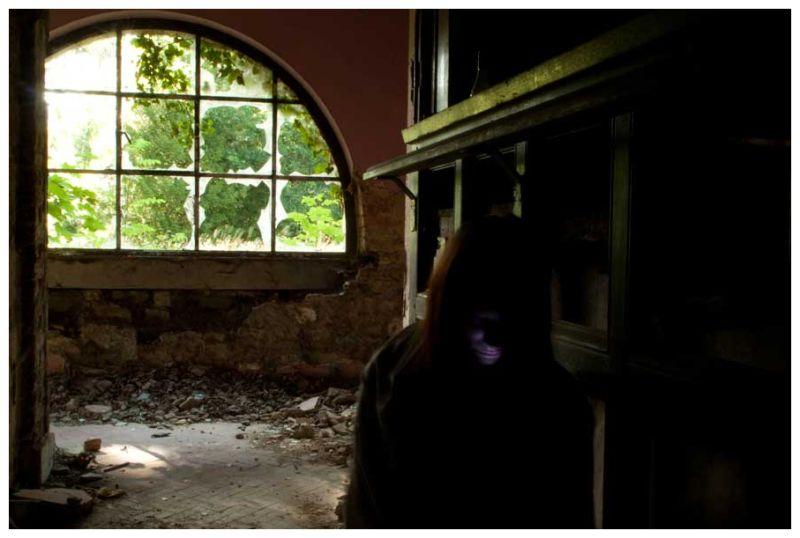 self-portrait in abandonned house, Profondeville