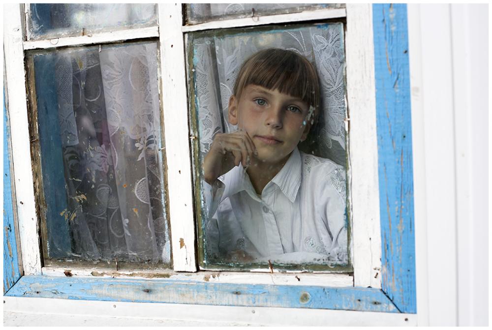 A child in the wondow