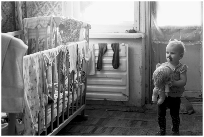 A child, bed and doll