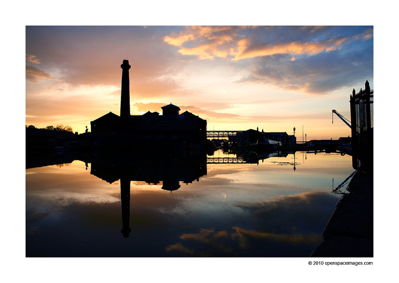 sunset at ellesmere port boat museum