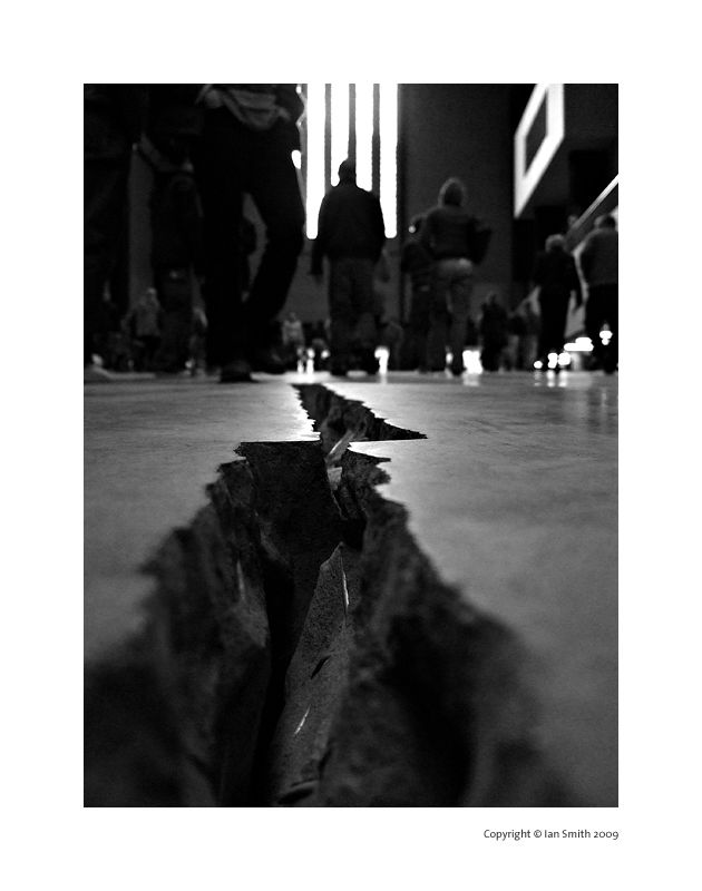 Cracks of Tate Modern, London