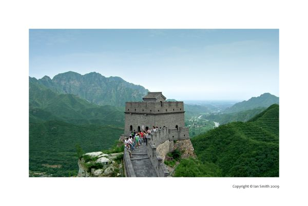 great wall watch tower and tourists