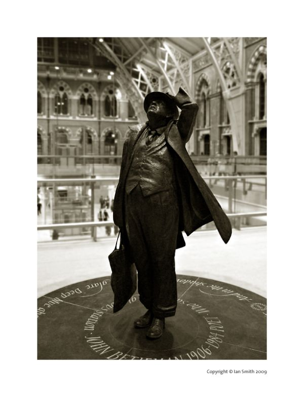 Sir John Betjeman, St Pancras Station, London