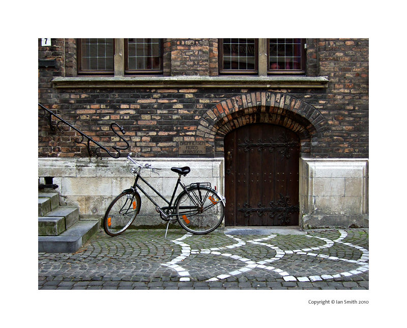 Bicycle and small door, Bruges