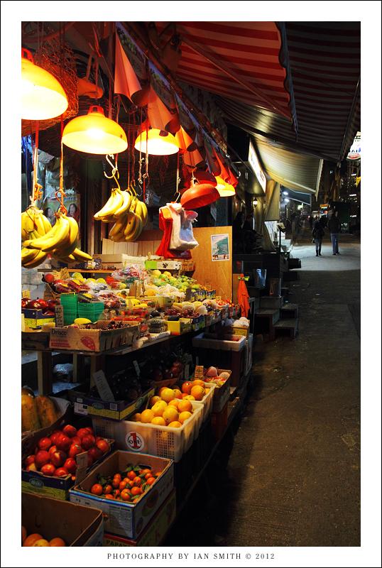 Night fruit stall on Graham Street