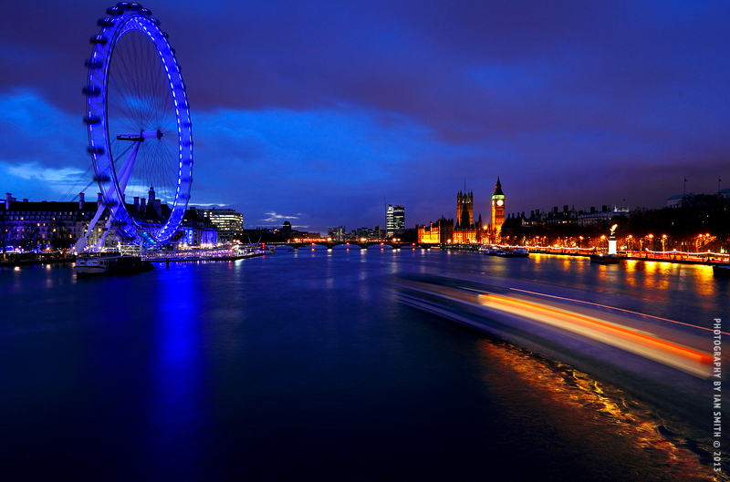 Night view of London Eye and Big Ben