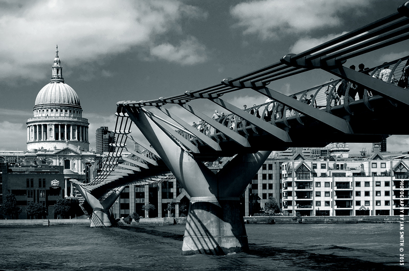 Millennium Bridge leading to St Paul's Cathedral