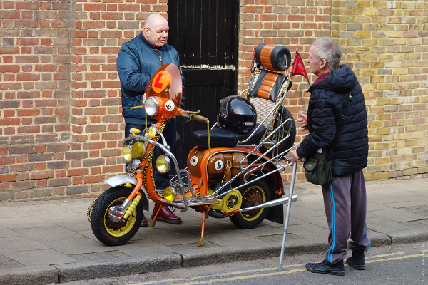 Old Mods talking about a scooter