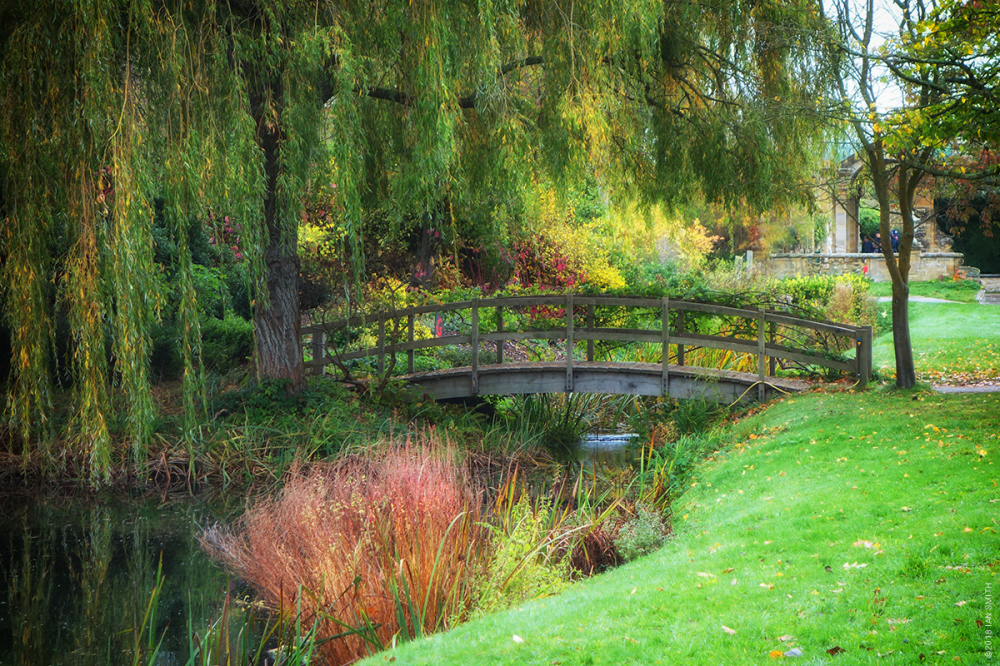 Wooden bridge in Hever Castle gardens