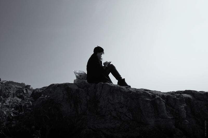 Girl on the rocks, Hong Kong
