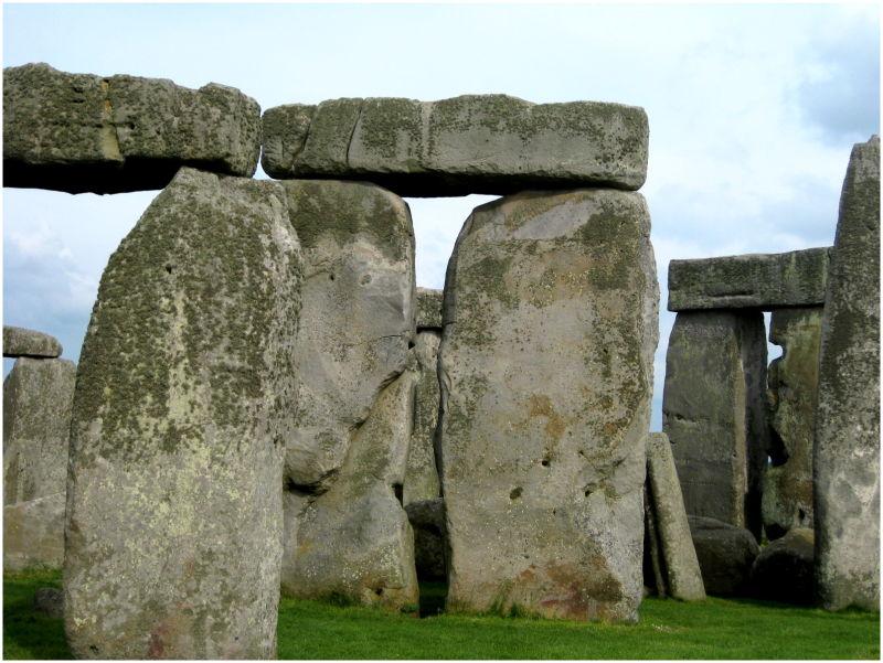 Stonehenge in daylight.