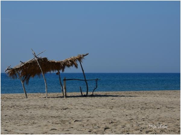 """""""Seule sur le sable, les yeux dans l'eau""""..."""