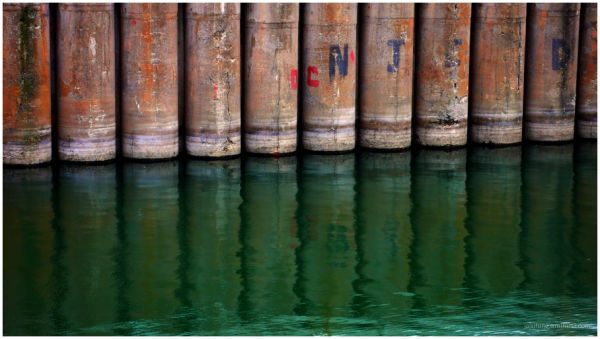 Reflets au bord des quais