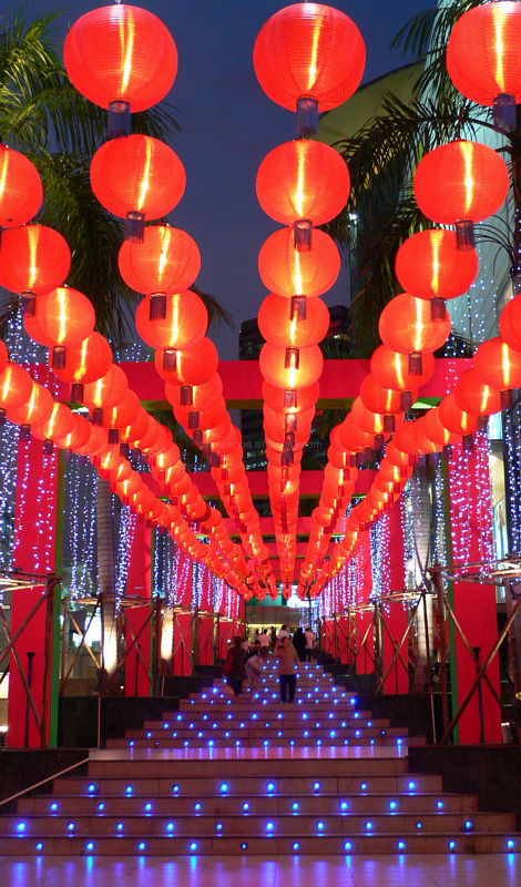 tunnel view of red lanterns