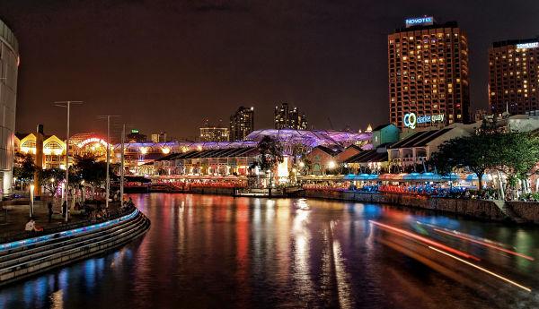 singapore clark quay nightscene lights water