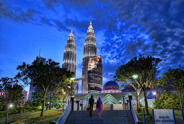 blue hour photogsraphy KLCC park petronas towers