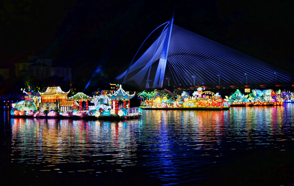 Putrajaya Sri Wawasan bridge float parade night