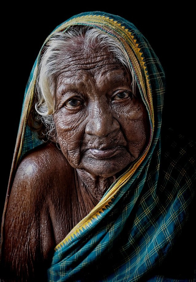 old woman street portrait Hampi India