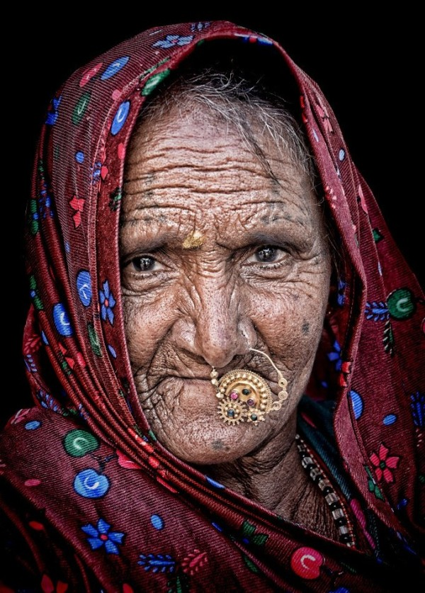 street portrait Rajasthani woman desert Indian