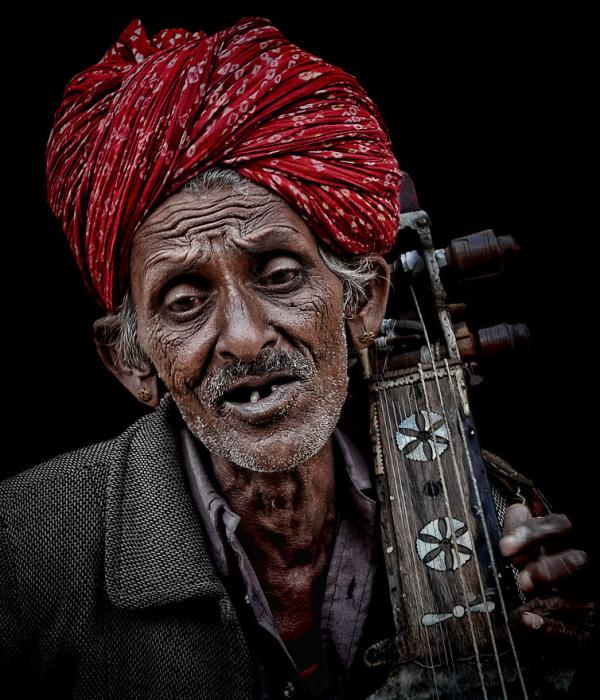 street portrait trabadoour musician Jaiselmer Raja
